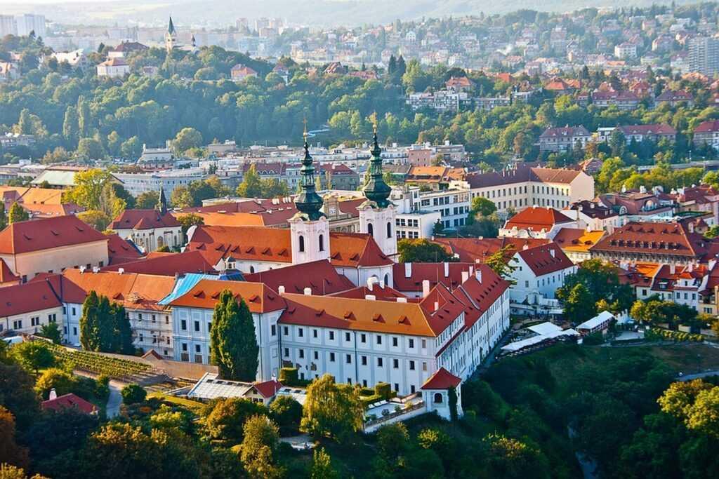 Виза в Чехию: виды, особенности и стоимость